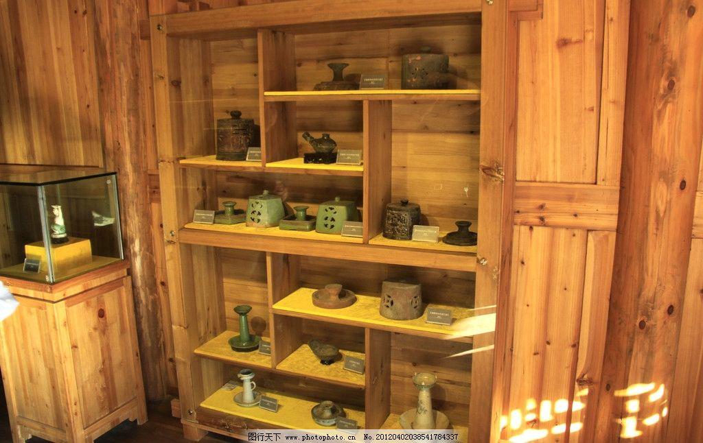 放满古董 古玩 陶瓷 红木 木门 柜子 文物 烛台 鼎 传统文化 文化艺术