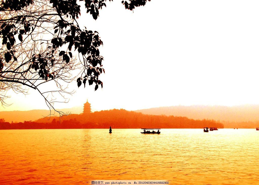 风景 西湖 西湖水 枯叶 树木 山水 湖泊 湖光 游船 傍晚 黄昏 春天