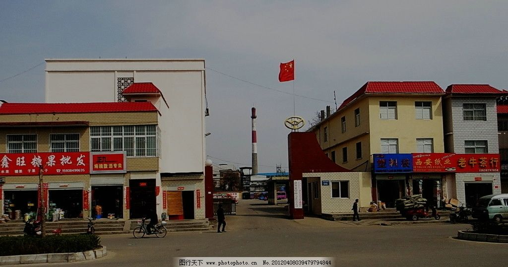 新村的旗帜 建筑群 旗帜 烟囱 建筑摄影 建筑园林 摄影 72dpi jpg