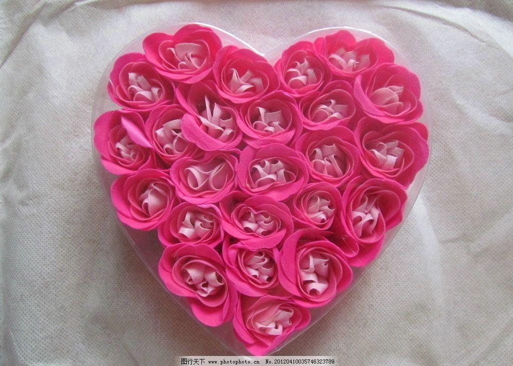 玫瑰花摆成的爱心 排行榜大全: 心形玫瑰花花束图片 _排行榜大全