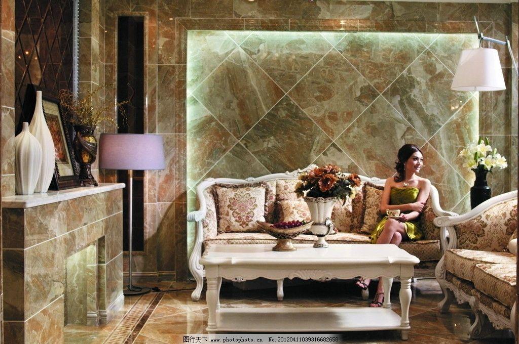 欧式客厅 欧式沙发 茶几 美女 客厅背景墙 立式灯 室内摄影 建筑园林图片