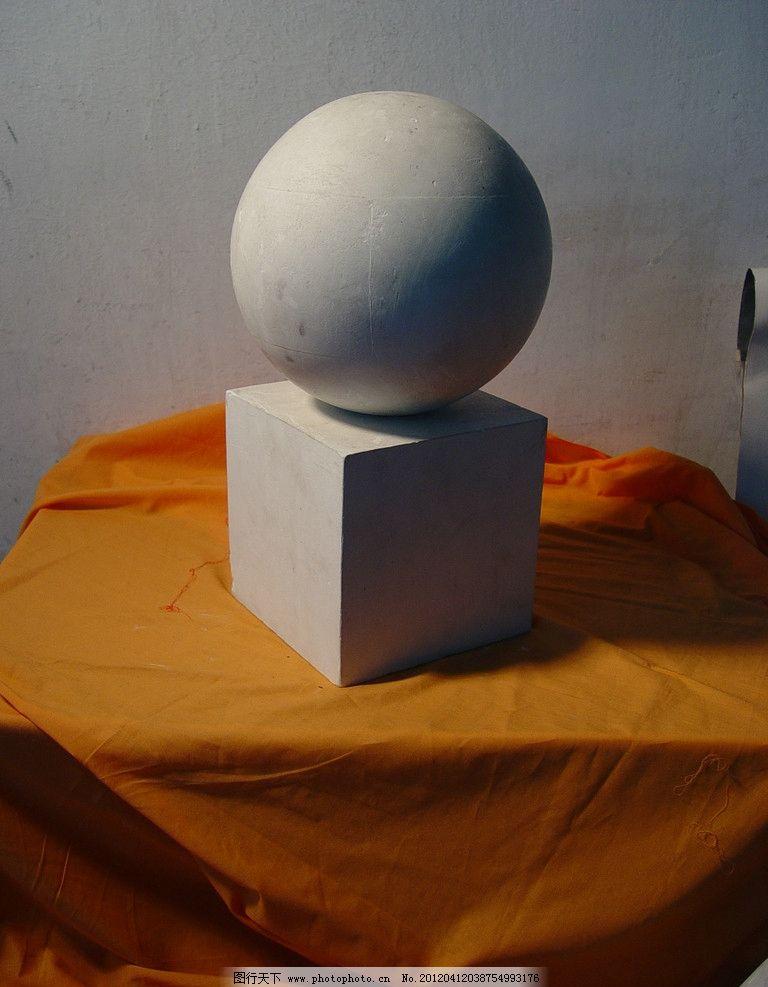 石膏圆柱体与静物组合素描展示图片