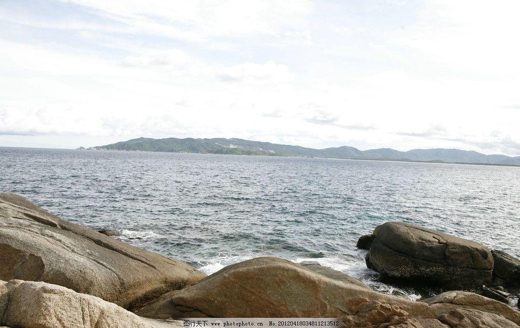 海南风光 海南 大海 焦石 石头 远山 自然风景 自然景观 摄影 72dpi j