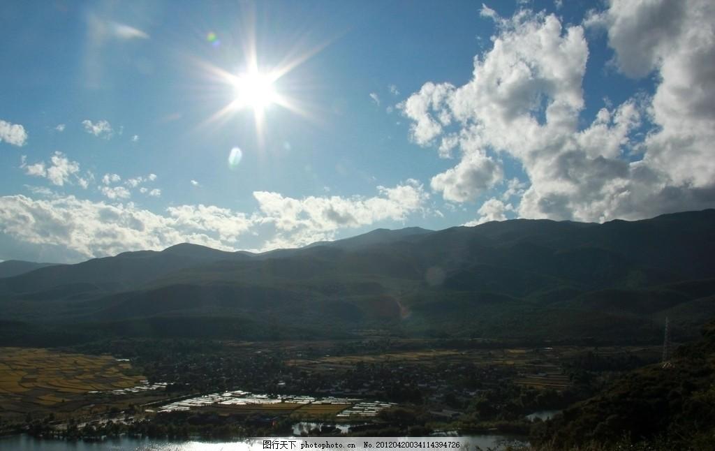 灿烂的阳光 太阳 蓝天 白云 山上 茂盛 树 树木 绿叶 绿树