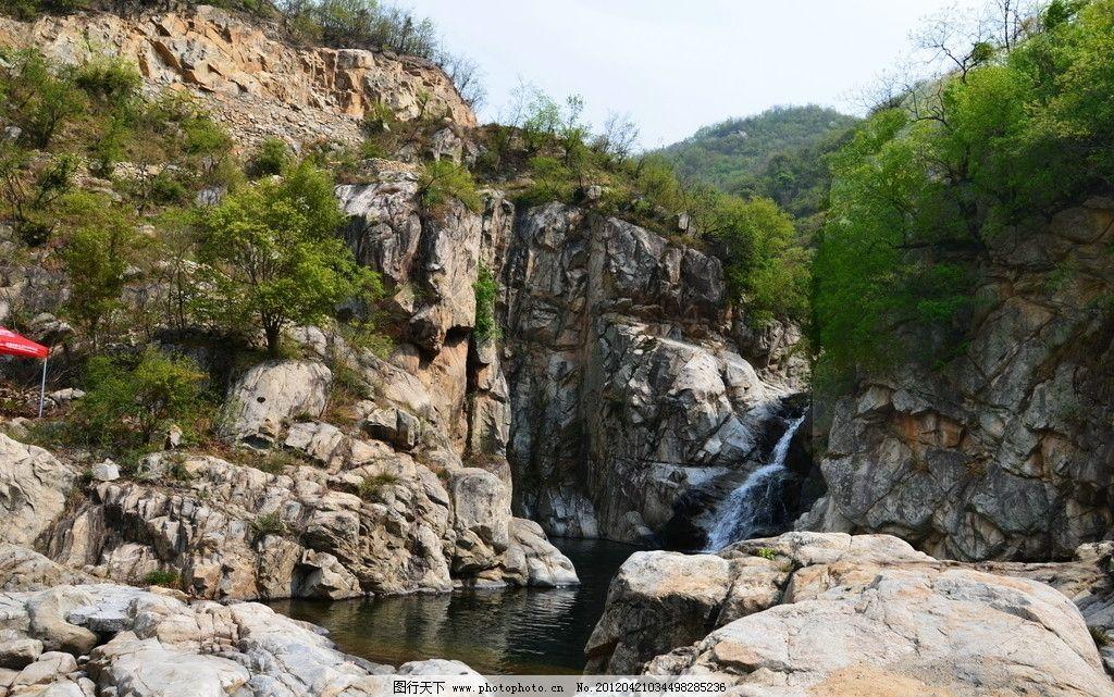 云露的石壁 水潭 石壁 山水风景 自然景观 摄影 300dpi jpg