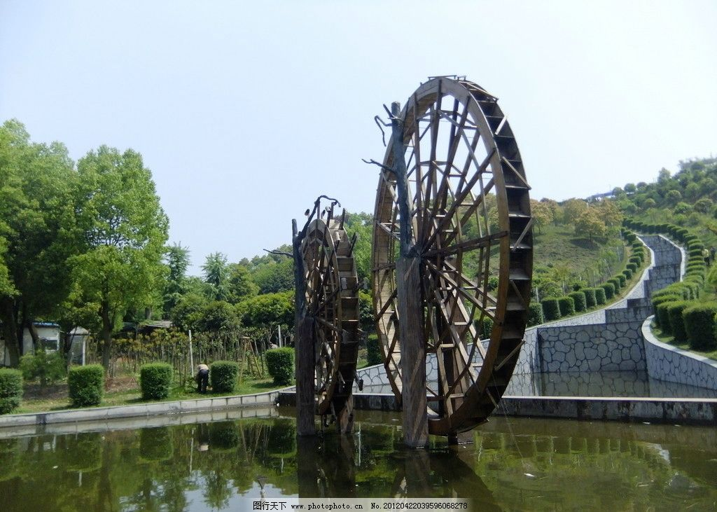 水车 水面 倒影 碧水 绿树 园林建筑 建筑园林 摄影 72dpi jpg