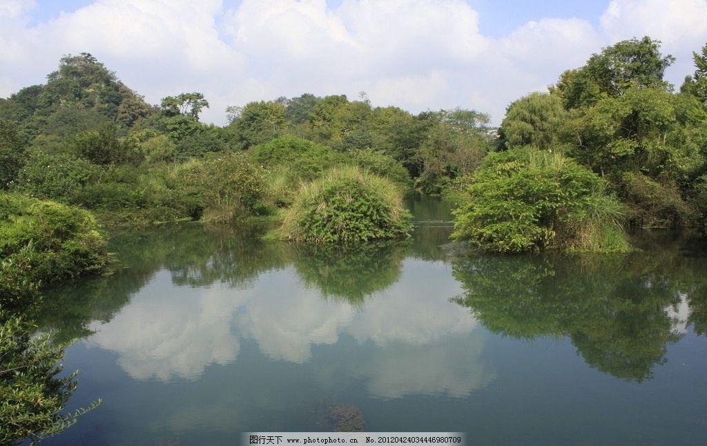 自然景观 湖水 白云 绿树 倒影 白云倒映 山水风景 摄影 72dpi jpg