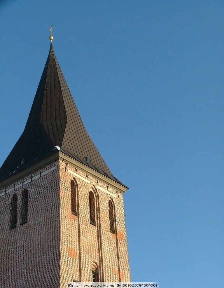 哥特式教堂 高塔 钟塔 钟楼 高楼 建筑 蓝天 欧洲 建筑摄影图片