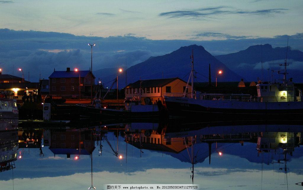 欧洲小村傍晚 小山 湖水 倒影 建筑 灯影 房子 小灯 建筑景观 自然