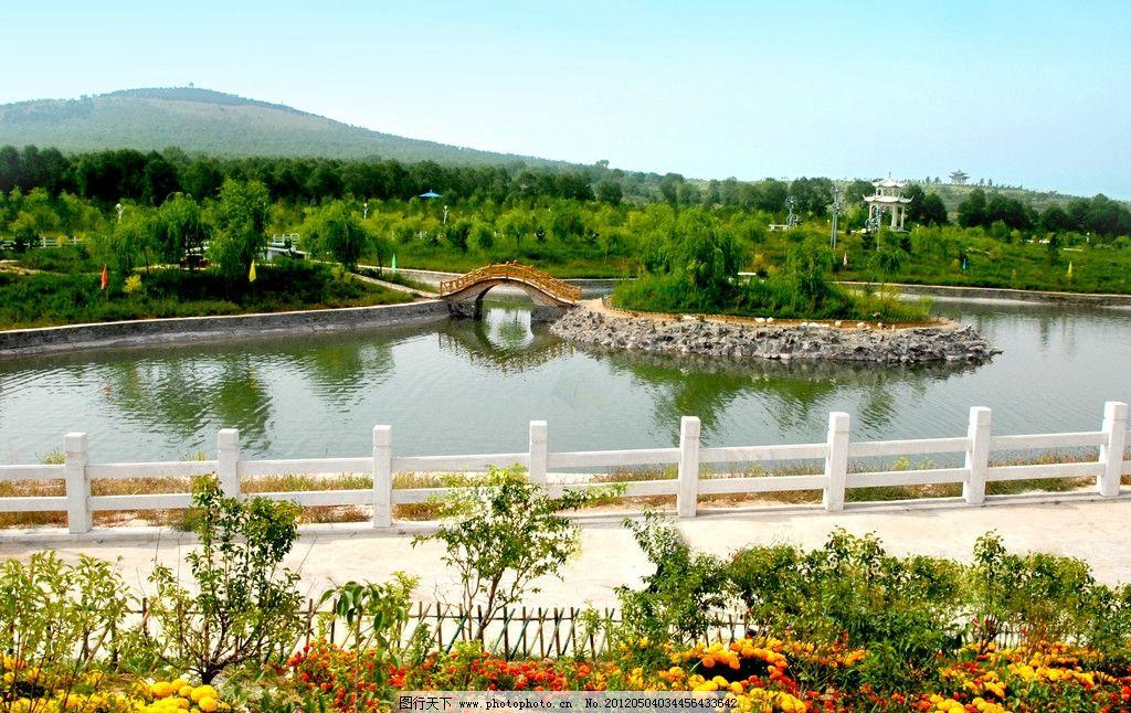山水风景图 青山 绿水 远山 蓝天 小桥 桥栏 绿树 花草 凉亭图片