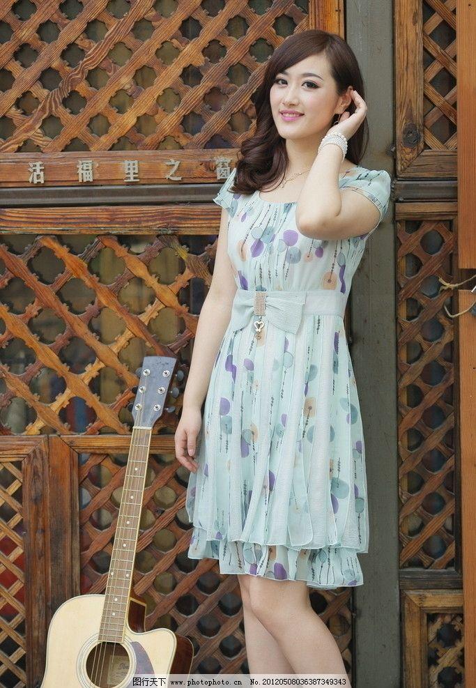 时尚连衣裙 时尚女装 时尚女性 时尚美女 夏日时装 可爱时尚型 人物