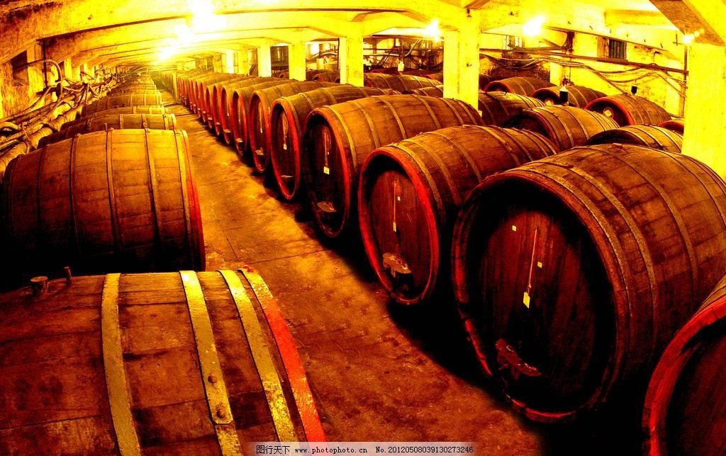 酿造红酒的木桶图片