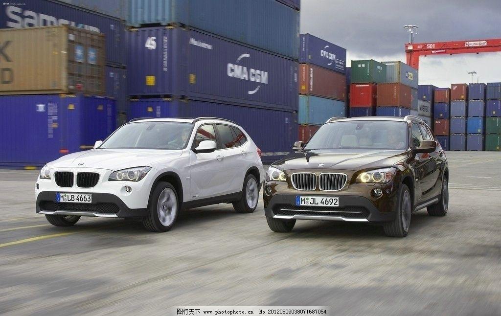 宝马 x1 suv 汽车 豪车 白色 棕色 集装箱 龙门吊 天空 交通 交通工具