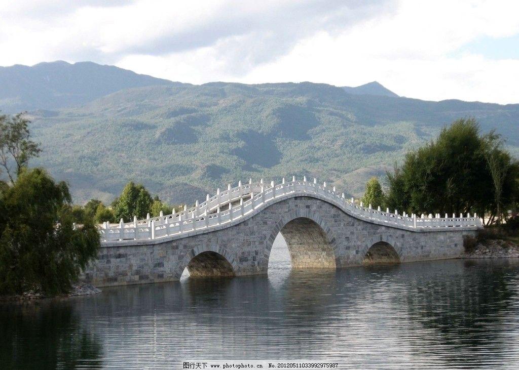 云南香格里拉 山水 小桥 蓝天白云 树木 风景 国内旅游 摄影