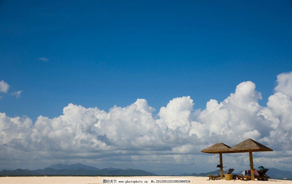 三亚 三亚蜈支洲岛 海滩 沙滩 高山 大山 群山 蓝天 天空 白云 风景