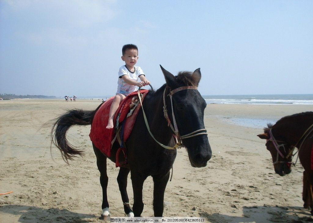 儿童骑马 儿童 小孩 幼儿 幼儿园 小朋友 男孩 海边 骑马 儿童幼儿