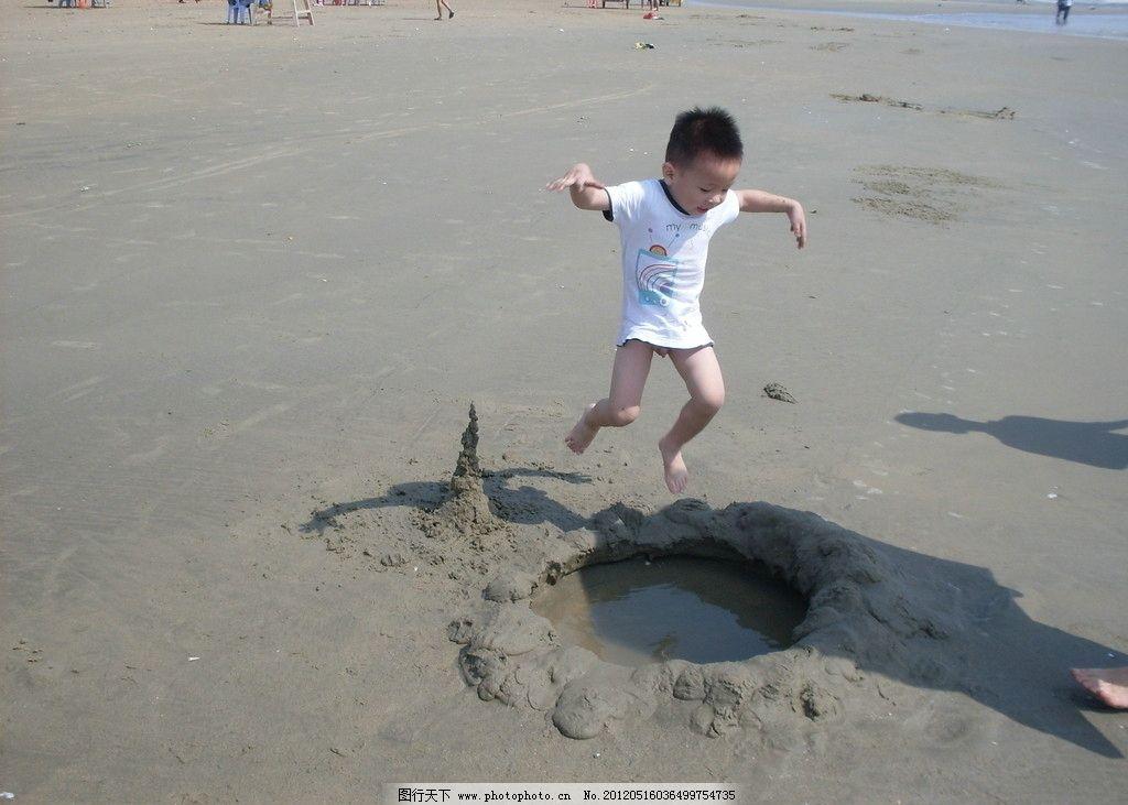 搞笑的孩子 儿童 小孩 幼儿 幼儿园 小朋友 男孩 海边 宝宝