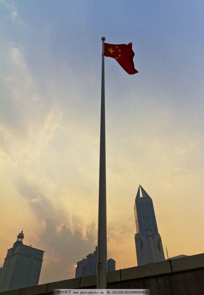 五星红旗 人民广场 上海 国旗 中国国旗 旗杆 晚霞 日落 日出 旗帜
