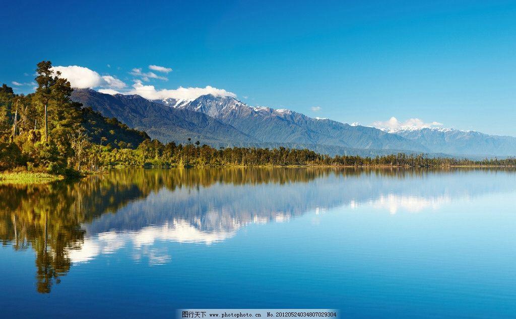 湖水 高山 绿水 倒影 清澈 树木 蓝天 雾气 雾霾 白云 山丘