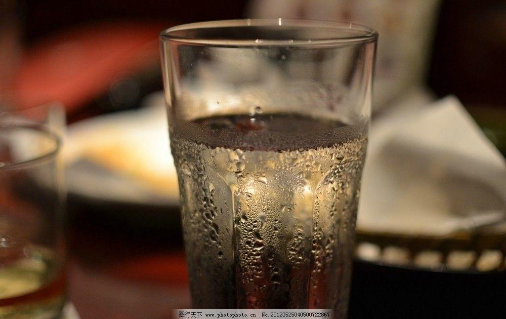 冰水冲咖啡_一杯冰水写真图片