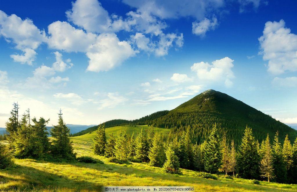 远山 山峰 山脉 高山 天空 蓝天 白云 风景 森林 山坡 草地 绿色 自然