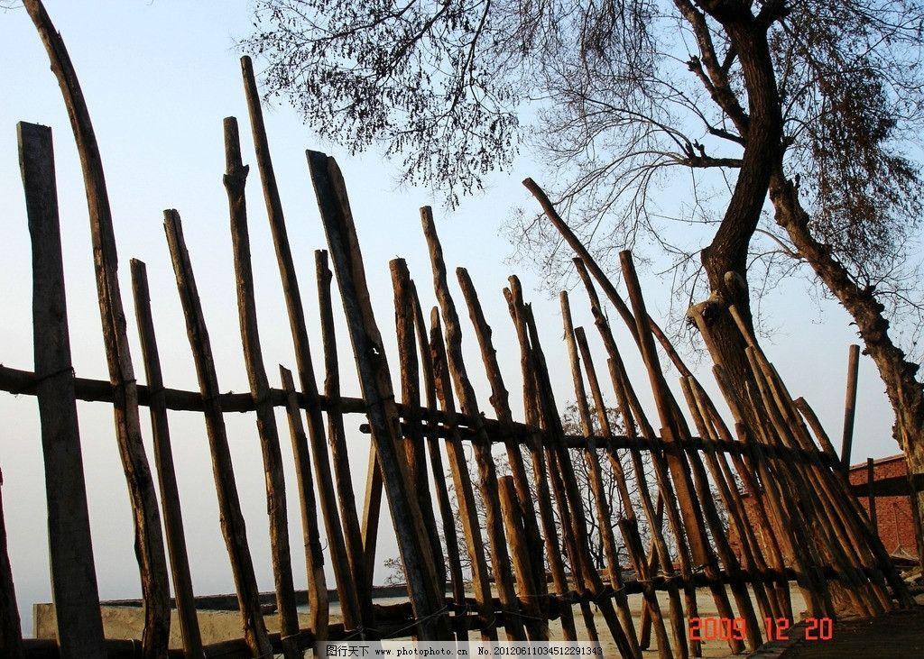 木篱笆 木栏 格栅 木格栅 古庙的木篱笆 木栏格栅 古庙 自然风光 田园