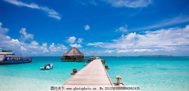 游船 木桥 旅游岛 酒店 清澈见底 清澈 小岛 海岛 蓝天白云 茅草屋 马
