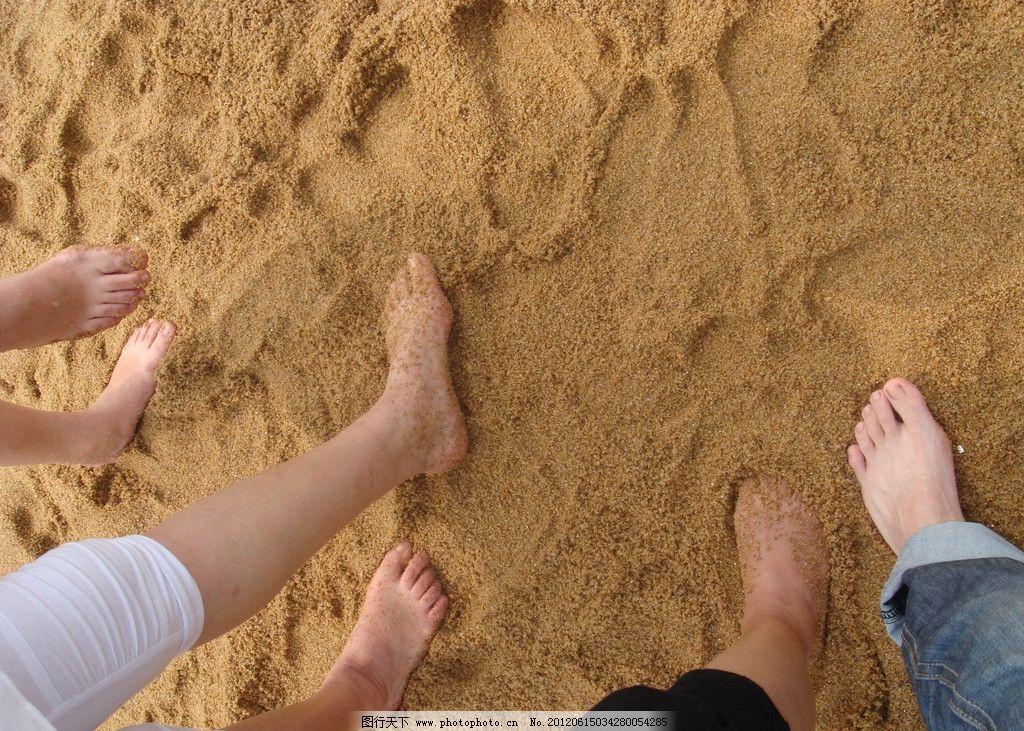 脚���-9kd9�+�eiy�-�kd_沙滩上的脚图片