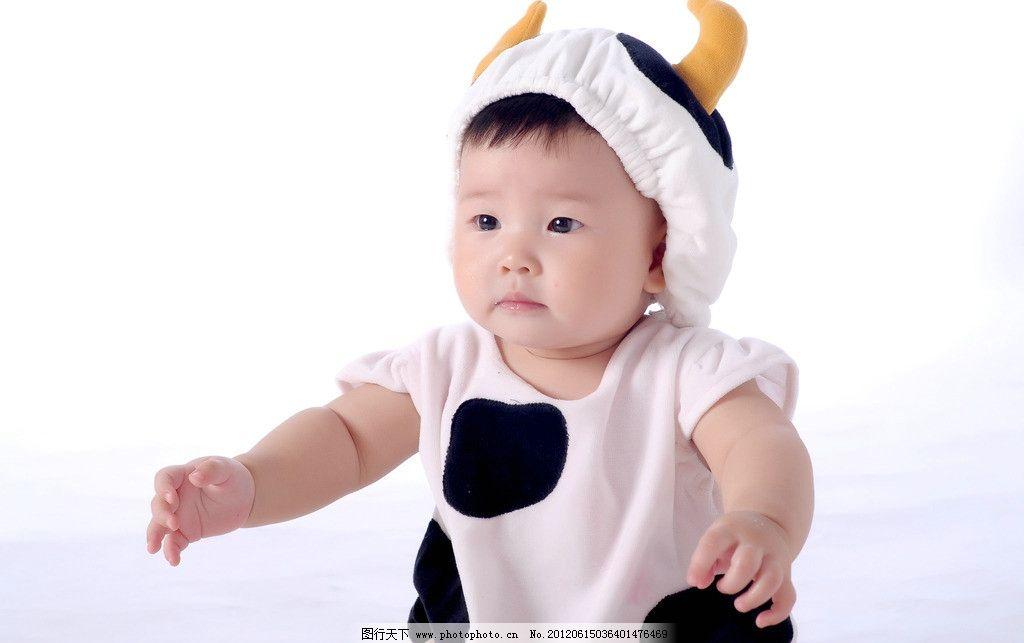 可爱宝宝 可爱 宝宝 坐立 小牛 婴儿 孩子 儿童幼儿 抱抱 笑容 小手