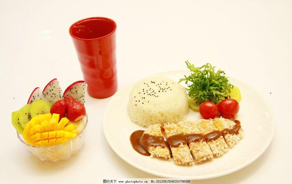 水果 拼盘 菠萝 草莓 火龙果 叉子 银色叉子 精致拼盘 青菜 鸡排 米饭
