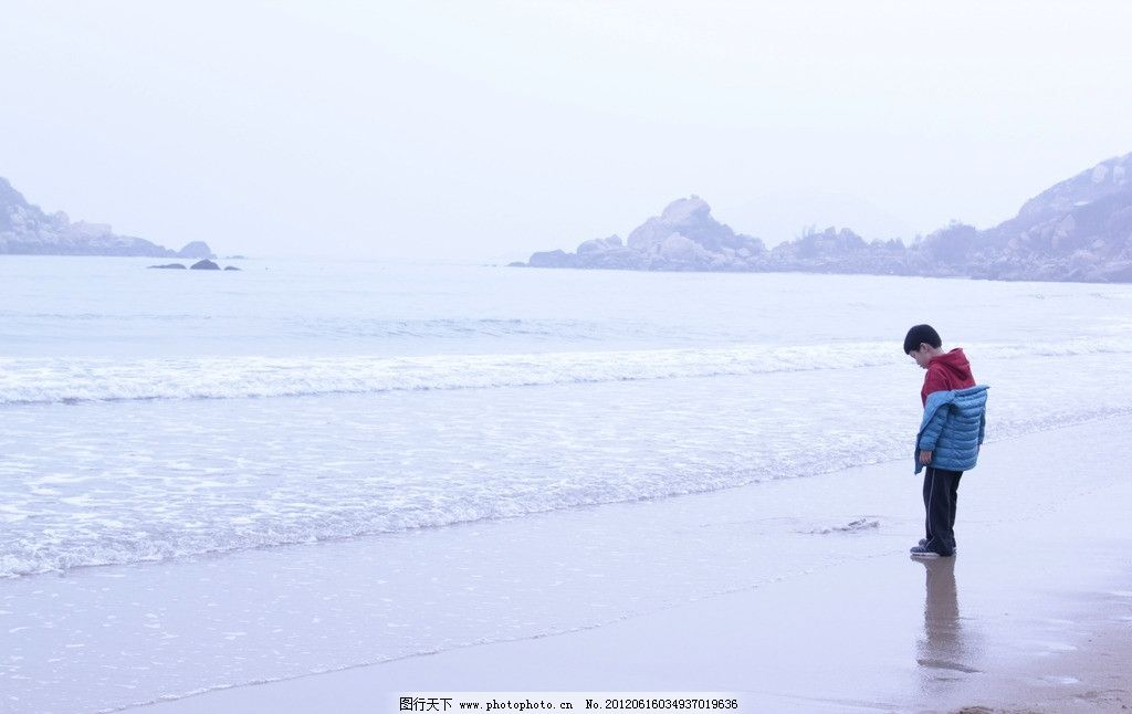 海边小孩图片