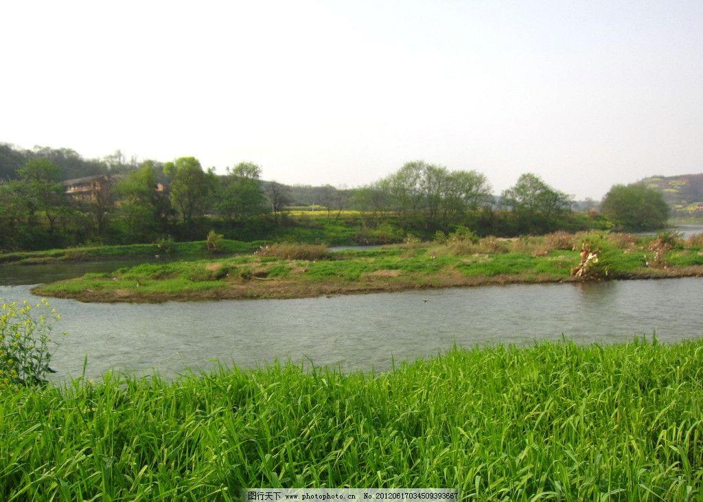 小河 青草 河滩 房屋 河水 树木 田园风光 自然景观 摄影 180dpi jpg