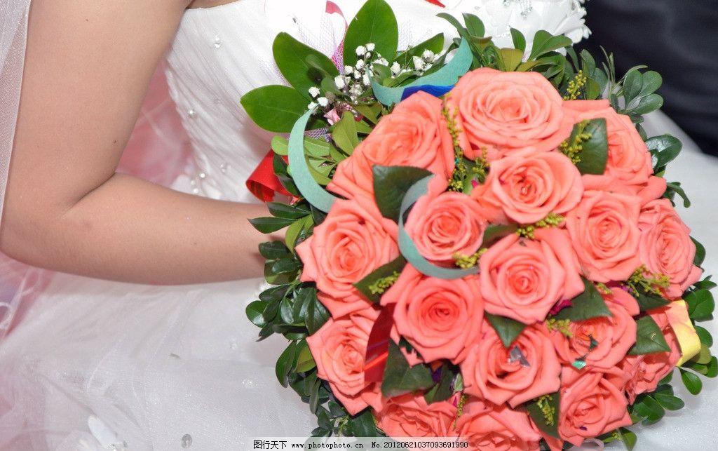新娘拿花 新娘 结婚 喜庆 花 鲜花 婚礼新娘 玫瑰花 百姓生活 生活