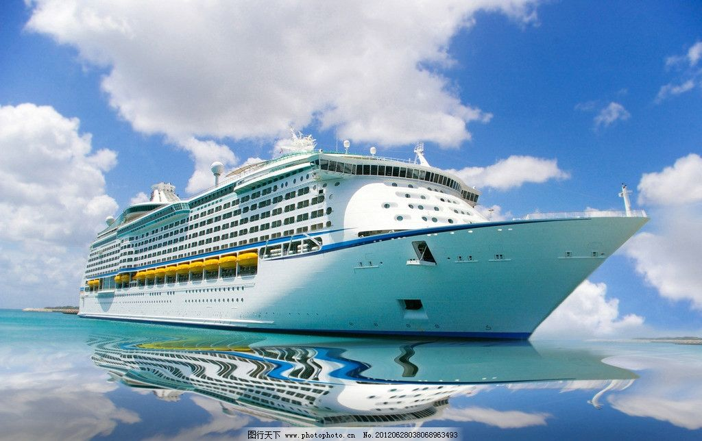 海上游轮 蓝天 白云 海洋 轮船 客船 大型 风景 摄影