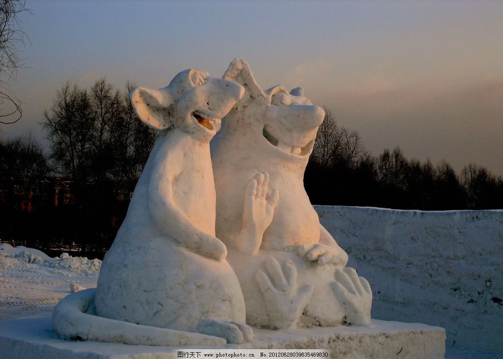 雪堡一角 雪堡 雪雕 朝阳 动物 雕塑 米老鼠 建筑园林 摄影 72dpi jpg